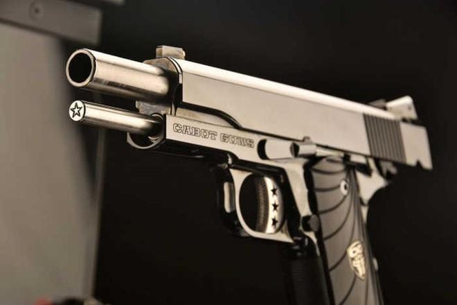 Chiêm ngưỡng cặp súng ngắn M1911 đối xứng gương siêu đẹp, siêu đắt - Ảnh 10.