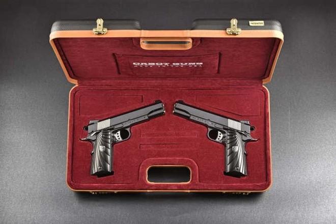 Chiêm ngưỡng cặp súng ngắn M1911 đối xứng gương siêu đẹp, siêu đắt - Ảnh 11.