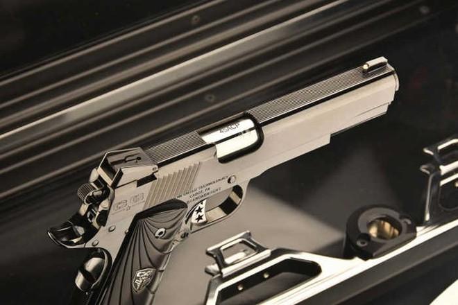 Chiêm ngưỡng cặp súng ngắn M1911 đối xứng gương siêu đẹp, siêu đắt - Ảnh 13.