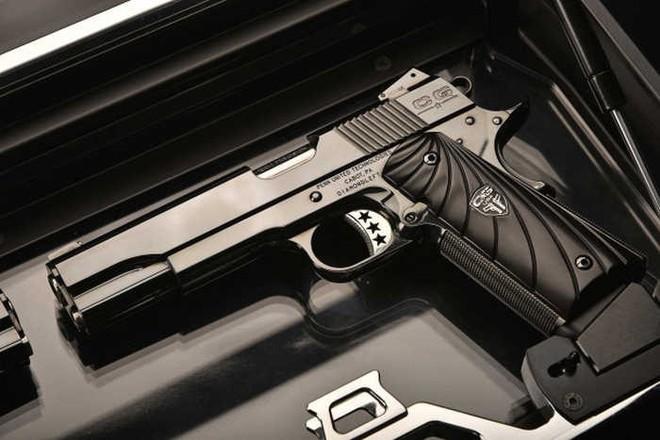 Chiêm ngưỡng cặp súng ngắn M1911 đối xứng gương siêu đẹp, siêu đắt - Ảnh 15.