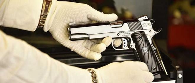 Chiêm ngưỡng cặp súng ngắn M1911 đối xứng gương siêu đẹp, siêu đắt - Ảnh 16.