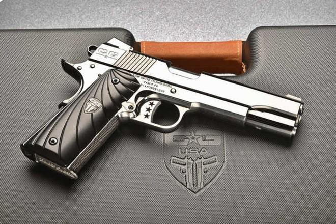 Chiêm ngưỡng cặp súng ngắn M1911 đối xứng gương siêu đẹp, siêu đắt - Ảnh 7.