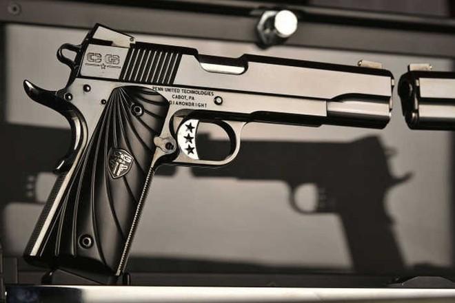 Chiêm ngưỡng cặp súng ngắn M1911 đối xứng gương siêu đẹp, siêu đắt - Ảnh 8.