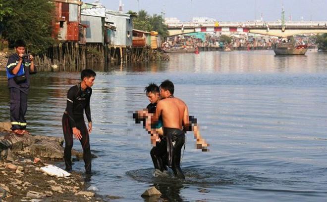 Hai vợ chồng nhảy xuống hồ cứu 2 thiếu niên đuối nước, cả 4 người đều tử vong
