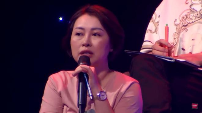 Hoàng Thùy Linh cãi tay đôi với nhà báo trên sóng truyền hình - Ảnh 5.