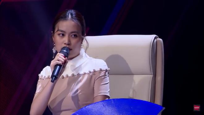 Hoàng Thùy Linh cãi tay đôi với nhà báo trên sóng truyền hình - Ảnh 6.