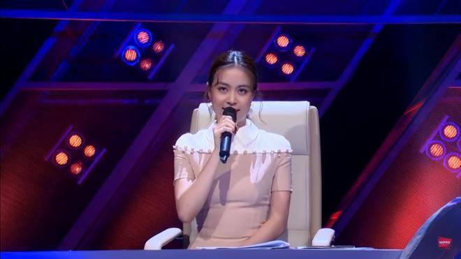 Hoàng Thùy Linh cãi tay đôi với nhà báo trên sóng truyền hình - Ảnh 3.