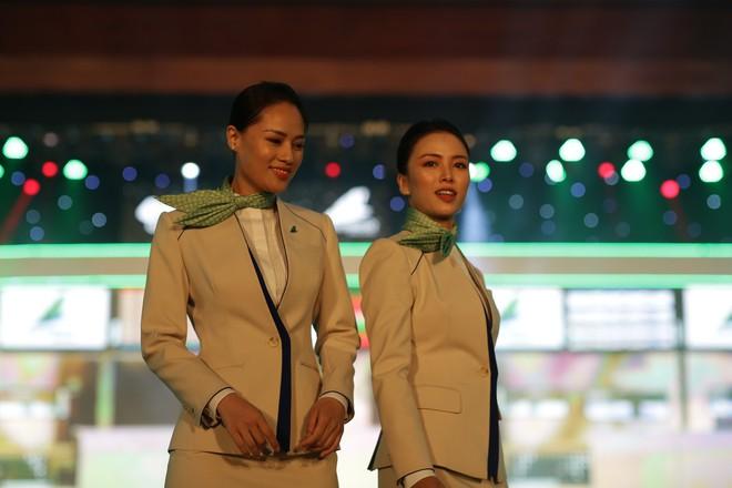 Cận cảnh đồng phục siêu đẹp của hãng hàng không Bamboo Airways - Ảnh 8.