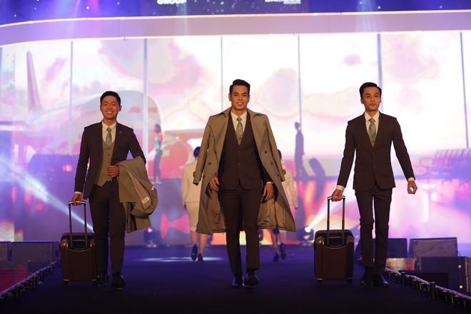 Cận cảnh đồng phục siêu đẹp của hãng hàng không Bamboo Airways - Ảnh 1.