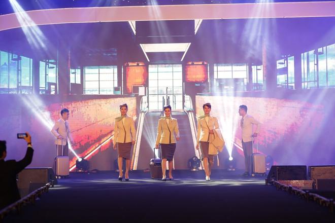 Cận cảnh đồng phục siêu đẹp của hãng hàng không Bamboo Airways - Ảnh 2.