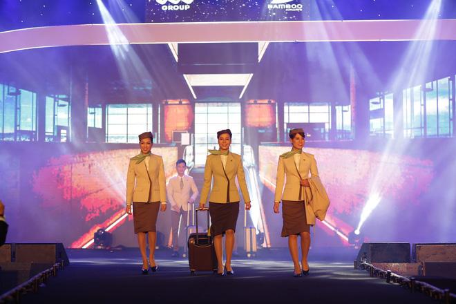 Cận cảnh đồng phục siêu đẹp của hãng hàng không Bamboo Airways - Ảnh 4.