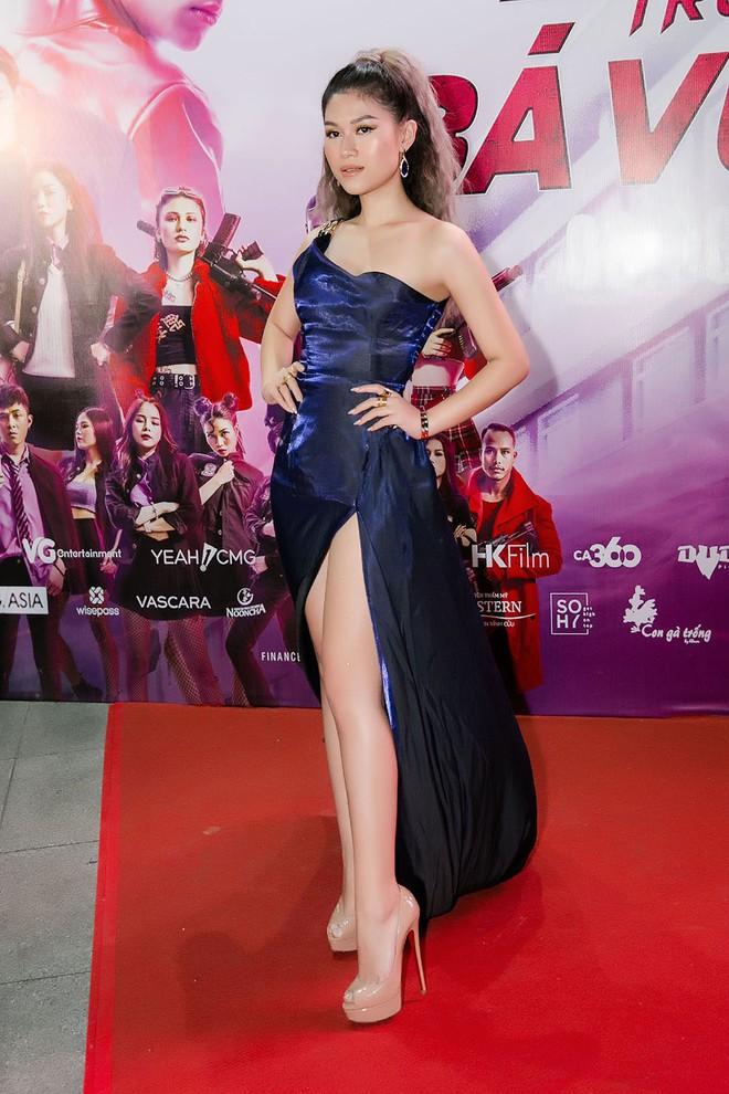 Ngọc Thanh Tâm khoe vẻ gợi cảm trong buổi ra mắt phim mới - Ảnh 2.