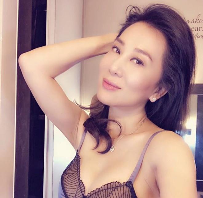 MC Nguyễn Cao Kỳ Duyên khoe body nóng bỏng ở tuổi U60 - Ảnh 8.