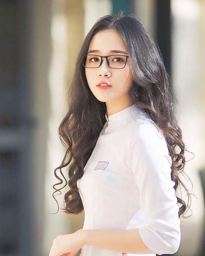 Mùa nhập học - mùa rụng tim vì ngắm ảnh nữ sinh Việt tinh khôi trong tà áo dài - Ảnh 1.