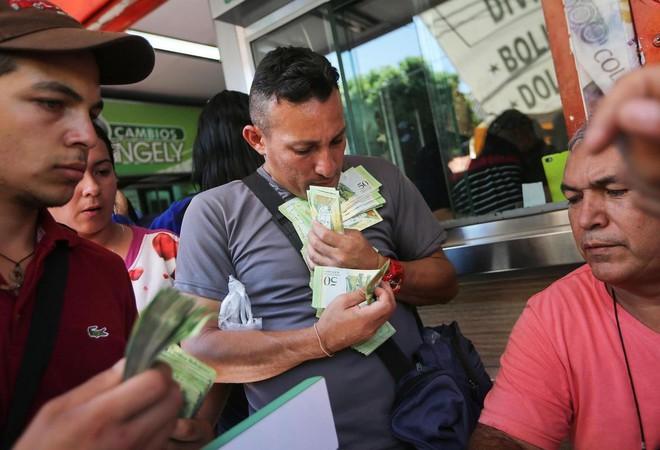 Khủng hoảng ở Venezuela và bẫy nợ của Trung Quốc: Con nợ đau, chủ nợ cũng thấm đòn - Ảnh 5.