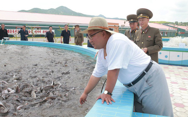 Giận dữ ở nhà máy thay vì tươi cười ở doanh trại: Thông điệp lớn của ông Kim Jong-un 1