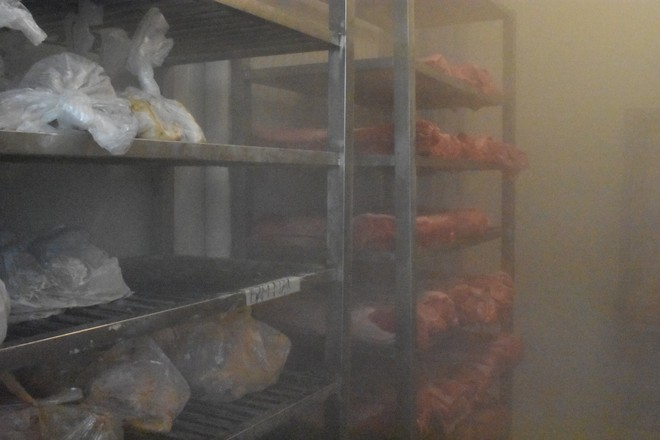 """Bên trong quán cơm tấm nổi tiếng bị phát hiện sử dụng nguyên liệu """"lạ"""" ở Sài Gòn - Ảnh 8."""