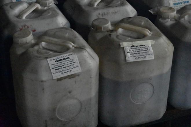 """Bên trong quán cơm tấm nổi tiếng bị phát hiện sử dụng nguyên liệu """"lạ"""" ở Sài Gòn - Ảnh 4."""