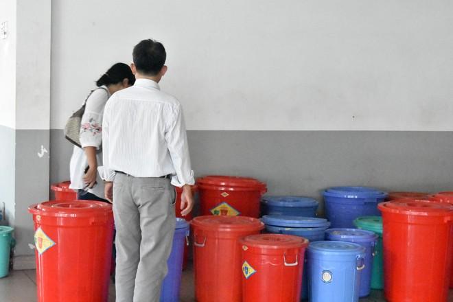 """Bên trong quán cơm tấm nổi tiếng bị phát hiện sử dụng nguyên liệu """"lạ"""" ở Sài Gòn - Ảnh 2."""