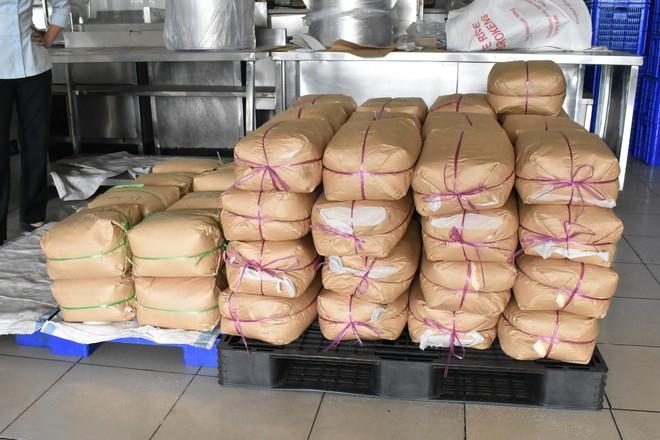 """Bên trong quán cơm tấm nổi tiếng bị phát hiện sử dụng nguyên liệu """"lạ"""" ở Sài Gòn - Ảnh 10."""