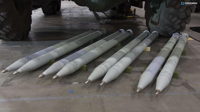 Trực thăng Mi-8 ồ ạt nã 300 tên lửa Oskol: Ukraine khẳng định chất lượng vũ khí nội địa - Ảnh 1.