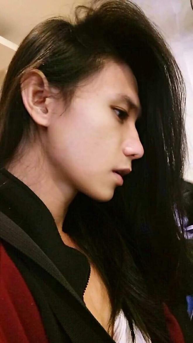 Vì mái tóc dài, chàng trai vướng không ít hiểu lầm, bị mọi người chỉ trỏ bàn tán - ảnh 1