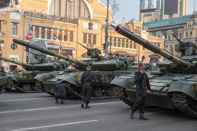 Ukraine duyệt binh, khoe sức mạnh quân sự răn đe ly khai miền Đông - ảnh 5