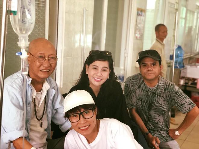 Cát Phượng vào bệnh viện trao cho Mai Phương 300 triệu, thăm hỏi sức khoẻ diễn viên Lê Bình 2