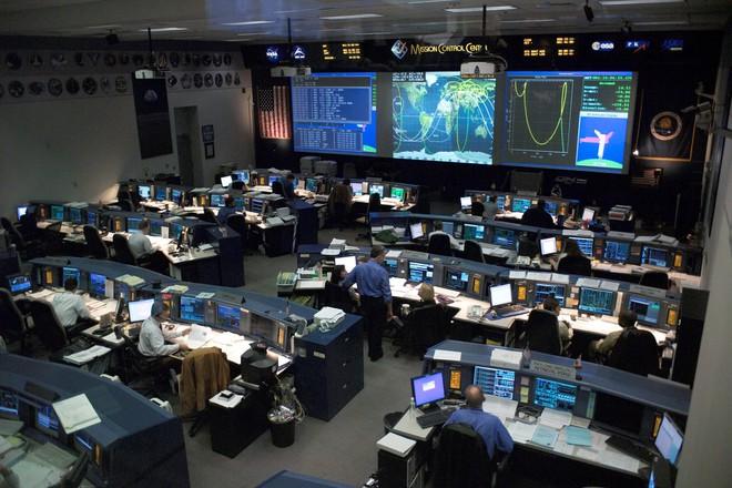 Vừa được nhận việc tại NASA, người phụ nữ đã bị đuổi vì một lý do ngớ ngẩn và nực cười nhất trên đời - Ảnh 5.
