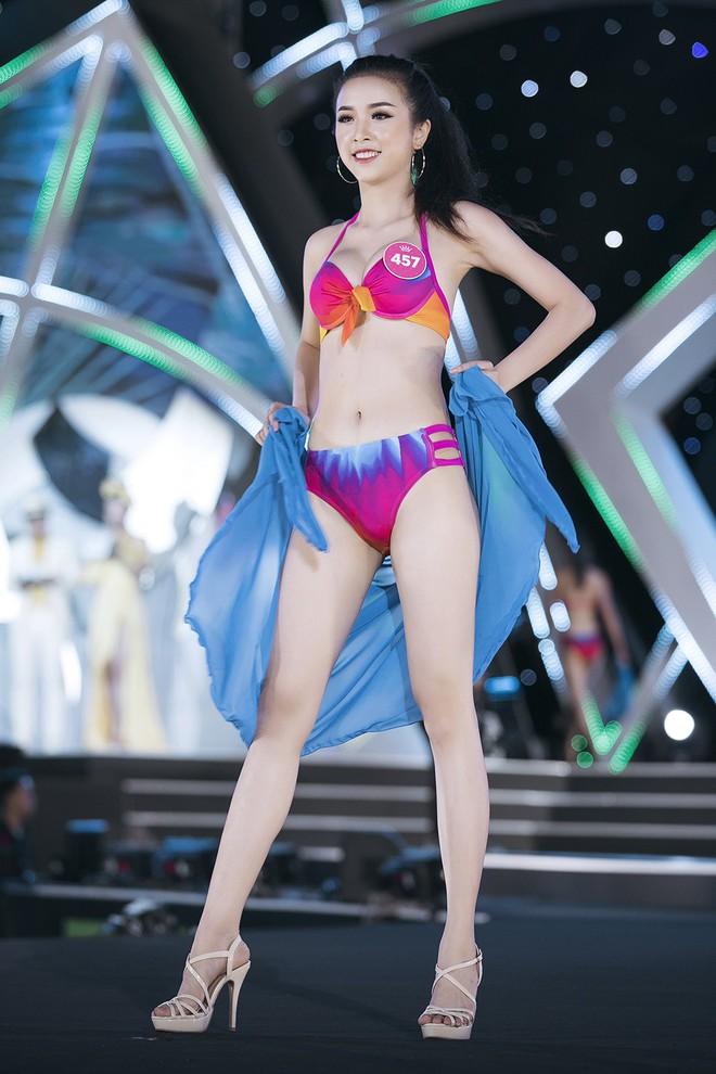 Lộ diện 3 thí sinh có thân hình đẹp nhất Hoa hậu Việt Nam sau màn thi bikini bốc lửa - Ảnh 4.