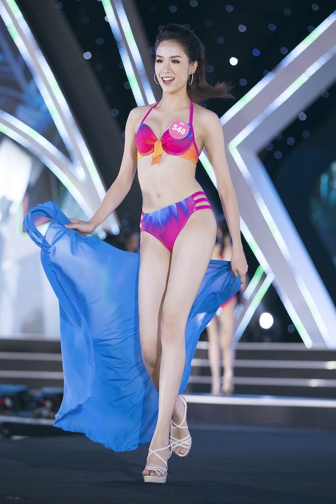 Lộ diện 3 thí sinh có thân hình đẹp nhất Hoa hậu Việt Nam sau màn thi bikini bốc lửa - Ảnh 2.