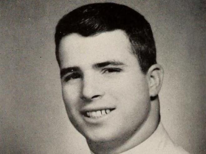 Cuộc đời Thượng nghị sĩ John McCain qua ảnh: Người bạn lớn có nhiều duyên nợ với Việt Nam - Ảnh 1.