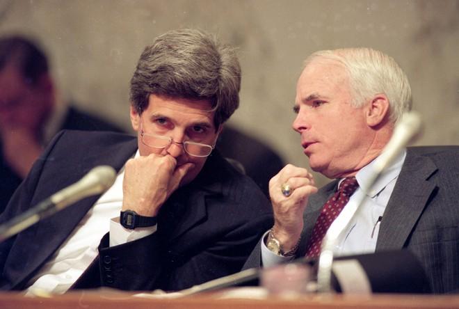 John McCain: Người gọi Biển Đông là East Sea và ủng hộ Mỹ bỏ cấm vận vũ khí với Việt Nam - Ảnh 5.
