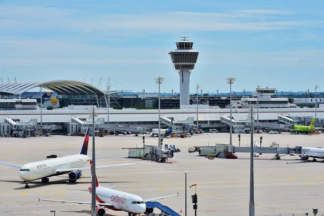 Cú lừa ngoạn mục: Thanh niên Nigeria bán một cái sân bay không-tồn-tại giá 242 triệu đô cho giám đốc một ngân hàng lớn - Ảnh 1.