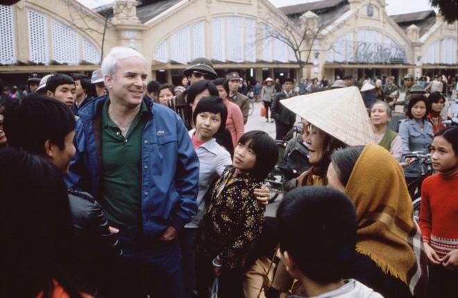 John McCain: Người gọi Biển Đông là East Sea và ủng hộ Mỹ bỏ cấm vận vũ khí với Việt Nam - Ảnh 7.