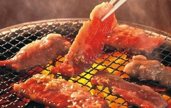Thường xuyên nấu ăn bằng than, gỗ sẽ tăng nguy cơ tim mạch - Ảnh 1.