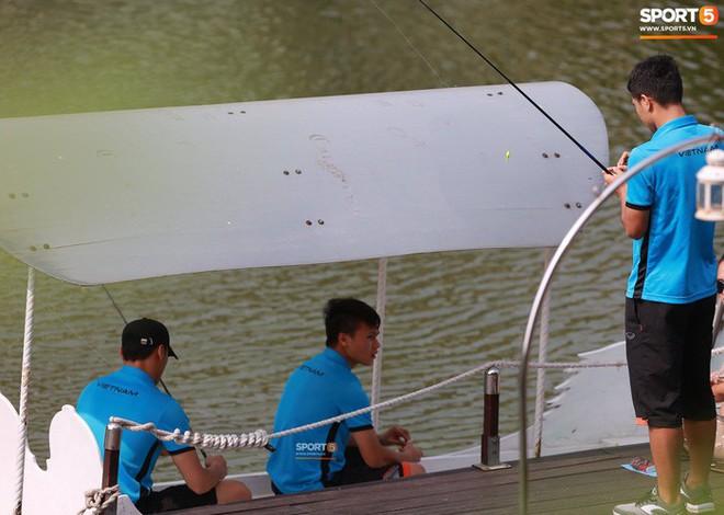 Olympic Việt Nam câu cá thư giãn hướng tới trận gặp UAE tranh Huy chương đồng ASIAD 18 1