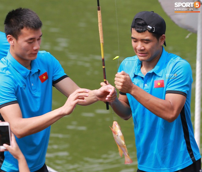 Olympic Việt Nam câu cá thư giãn hướng tới trận gặp UAE tranh Huy chương đồng ASIAD 18 8