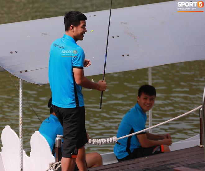 Olympic Việt Nam câu cá thư giãn hướng tới trận gặp UAE tranh Huy chương đồng ASIAD 18 3