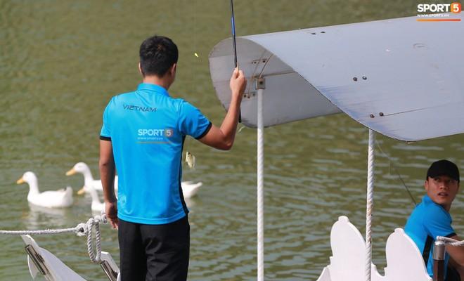 Olympic Việt Nam câu cá thư giãn hướng tới trận gặp UAE tranh Huy chương đồng ASIAD 18 4
