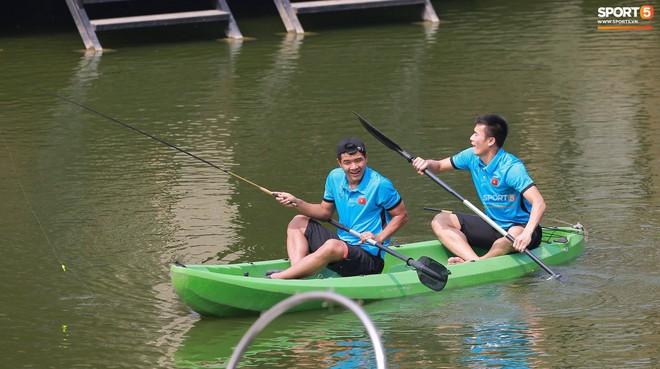 Olympic Việt Nam câu cá thư giãn hướng tới trận gặp UAE tranh Huy chương đồng ASIAD 18 11
