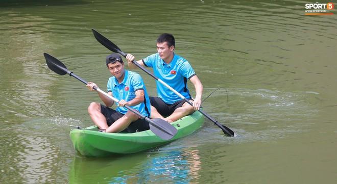 Olympic Việt Nam câu cá thư giãn hướng tới trận gặp UAE tranh Huy chương đồng ASIAD 18 9