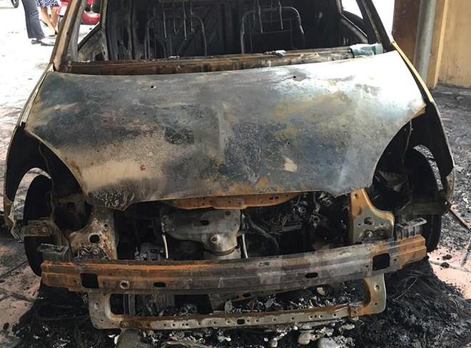 Xe ô tô của đại uý CSGT bị đốt cháy rụi trước cổng trụ sở - Ảnh 2.