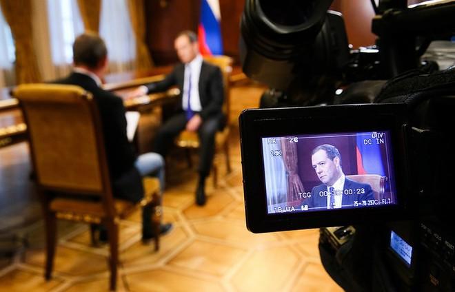 Ông Medvedev: Bộ ba hạt nhân NATO đang nhắm vào Nga - Ảnh 1.