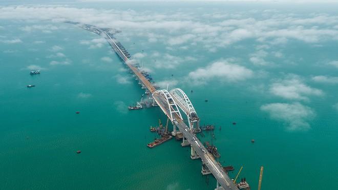 Cầu nối liền Nga-Crimea thắng đậm trước sự hậm hực của Ukraine và phương Tây - Ảnh 2.