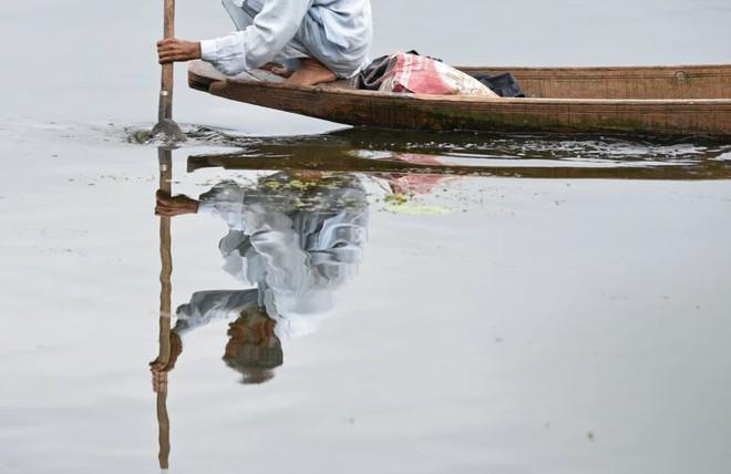 24h qua ảnh: Cuộc tử chiến giữa báo đốm và cá sấu khổng lồ - Ảnh 4.