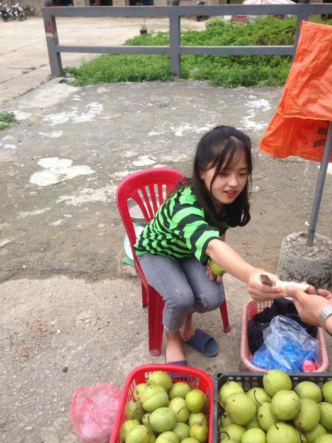Bán hoa quả ở Hà Giang, cô gái 15 tuổi khiến chàng trai đòi làm rể, dân mạng nhận ra người quen cũ - Ảnh 5.