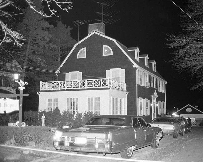 Thảm kịch con trai cả giết 6 mạng người nhà trong đêm biến Amityville trở thành ngôi nhà ma nổi tiếng nhất thế giới - Ảnh 1.