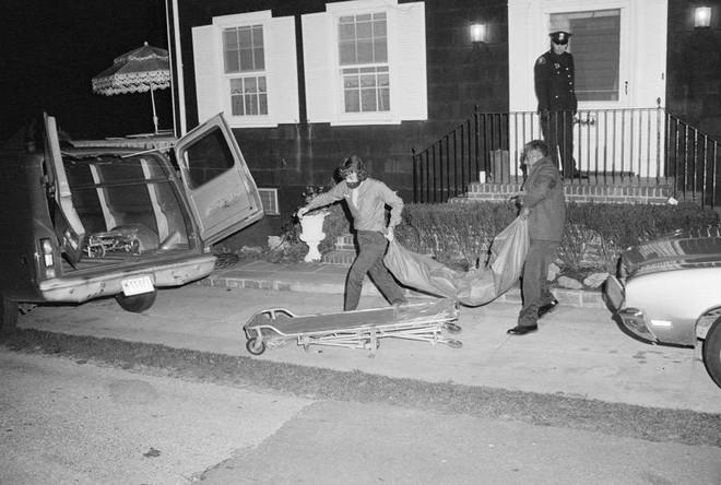Thảm kịch con trai cả giết 6 mạng người nhà trong đêm biến Amityville trở thành ngôi nhà ma nổi tiếng nhất thế giới - Ảnh 3.