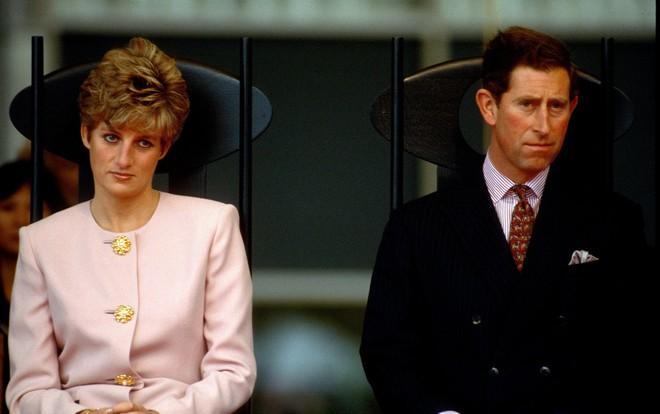 Thái tử Charles cảm thấy ghen tị với sự nổi tiếng của vợ mình.